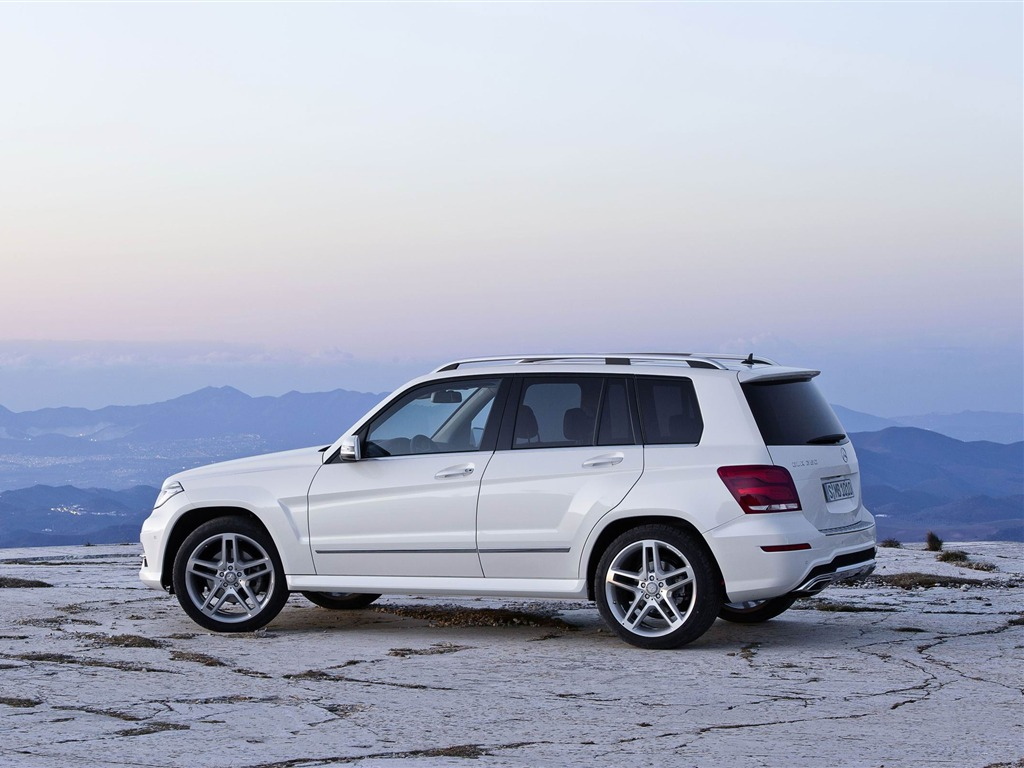 Mercedes benz glk hd car wallpaper 16 view for Mercedes benz car names