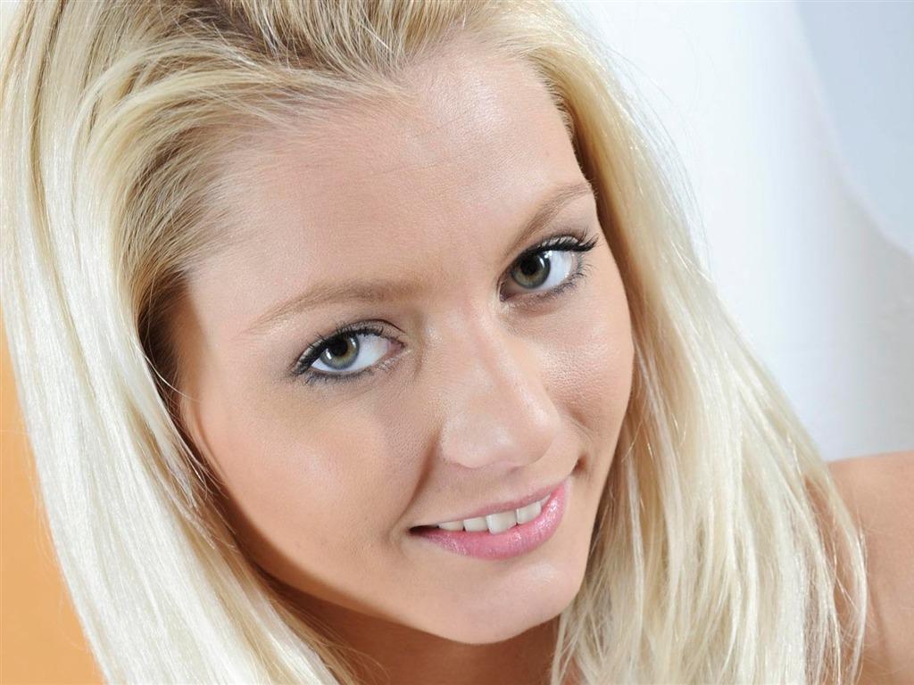 Фото галереи девушек блондинок крупным планом