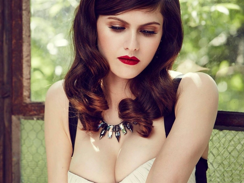 Alexandra Daddario Beauty Hd Photo Wallpaper Avance