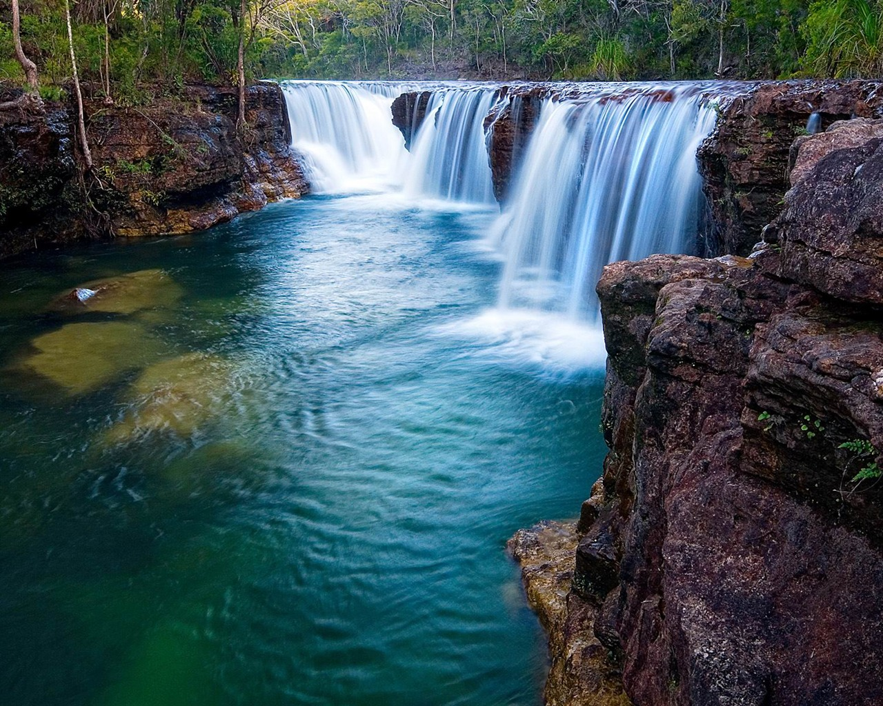 Spectacular waterfalls the worlds most beautiful waterfall for Most spectacular waterfalls