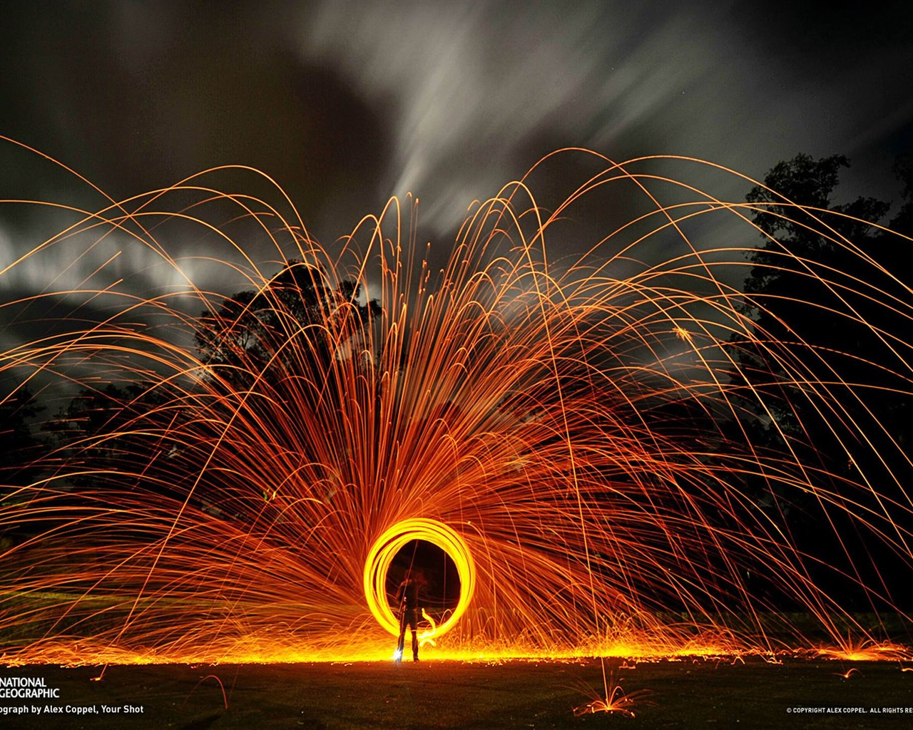 Wallpaper download national geographic - Circle Of Sparks National Geographic Wallpaper 1280x1024 Wallpaper Download