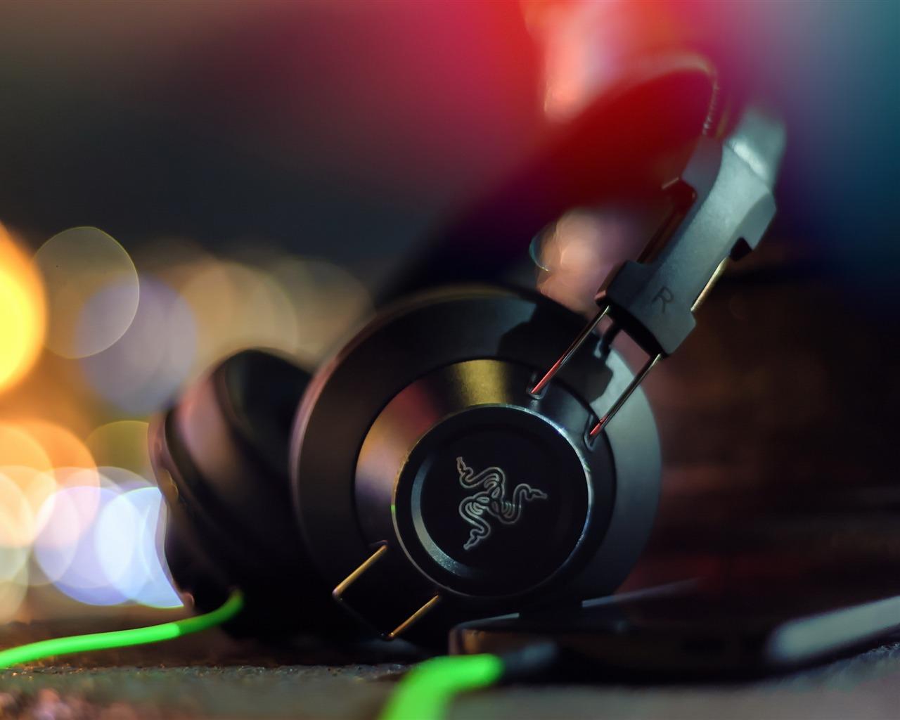 Razer Adaro Headphones Hd Widescreen Wallpaper Preview