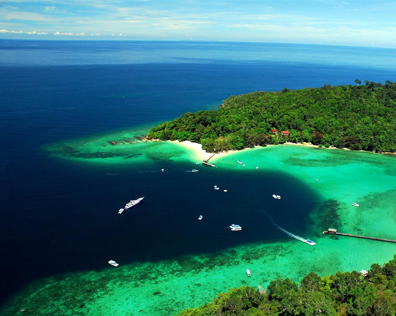 Malaysia Tun Sakaran Marine Park 2016 Bing Desktop