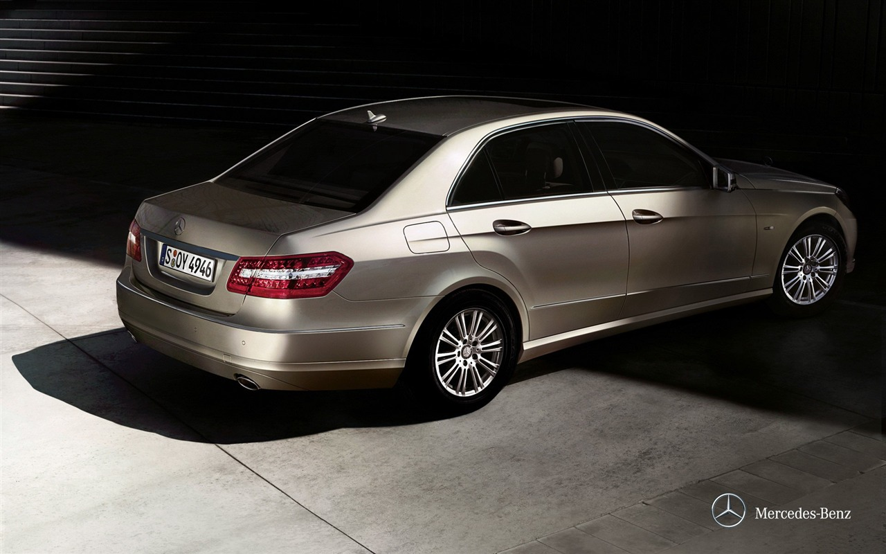 champagne 2012 mercedes benz e class saloon hd wallpaper 1280x800 download. Black Bedroom Furniture Sets. Home Design Ideas