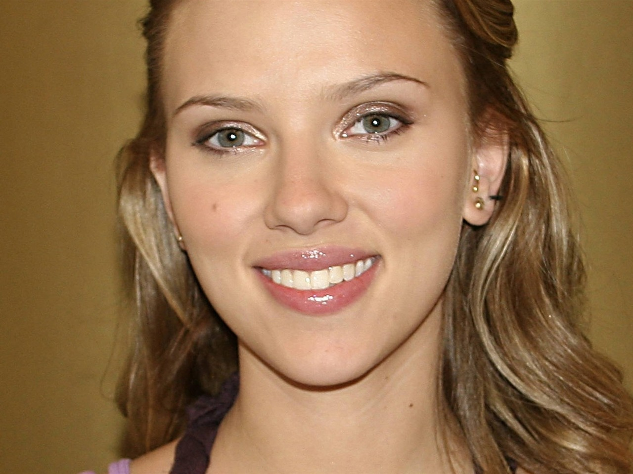 Scarlett_Johansson-Pure_beauty_desktop_wallpaper_album_1280x960.jpg Scarlett Johansson