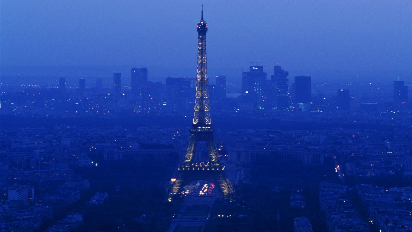 Paris-the_Eiffel_Tower_by_night_wallpaper2011.8.31