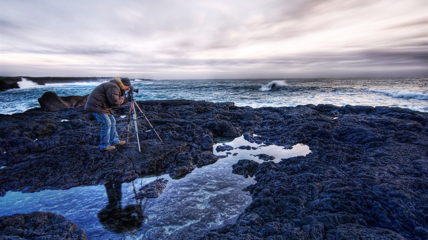 Asmundur_at_his_Craft_in_Iceland_at_Sunset