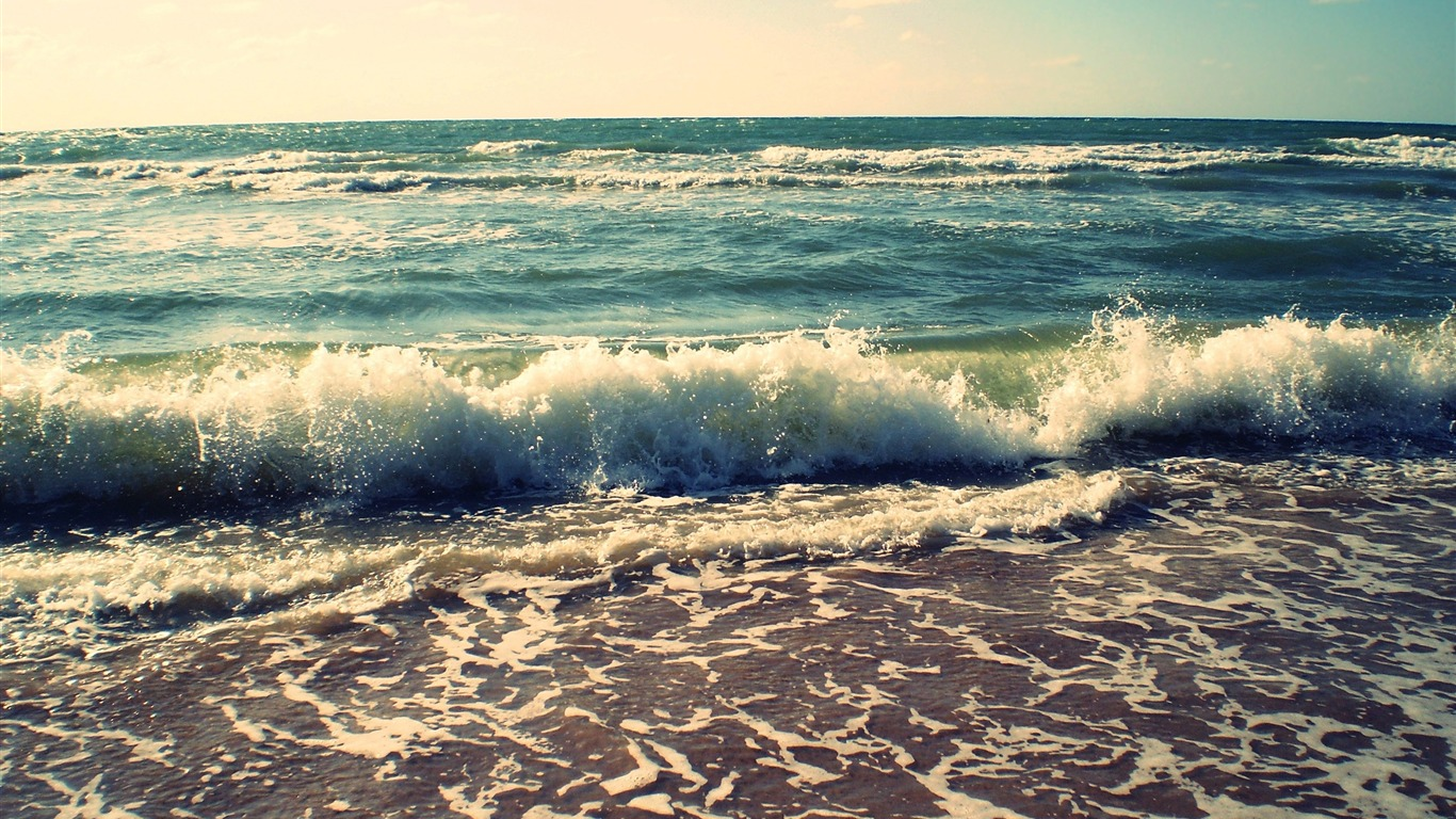 waves_crashing-Landscape_Desktop_Picture