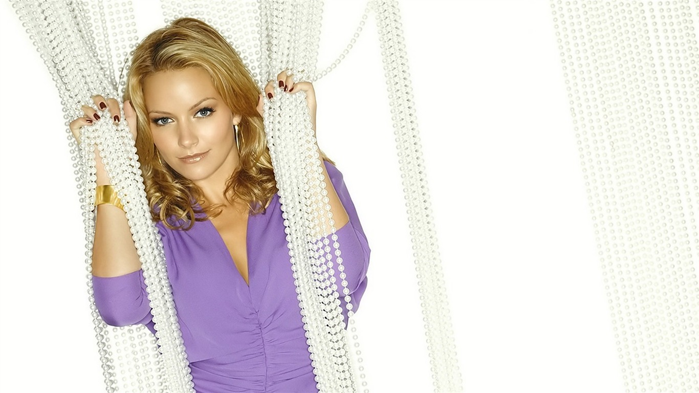 Becki_Newton_beautiful_star_Wallpaper_012012.2.9