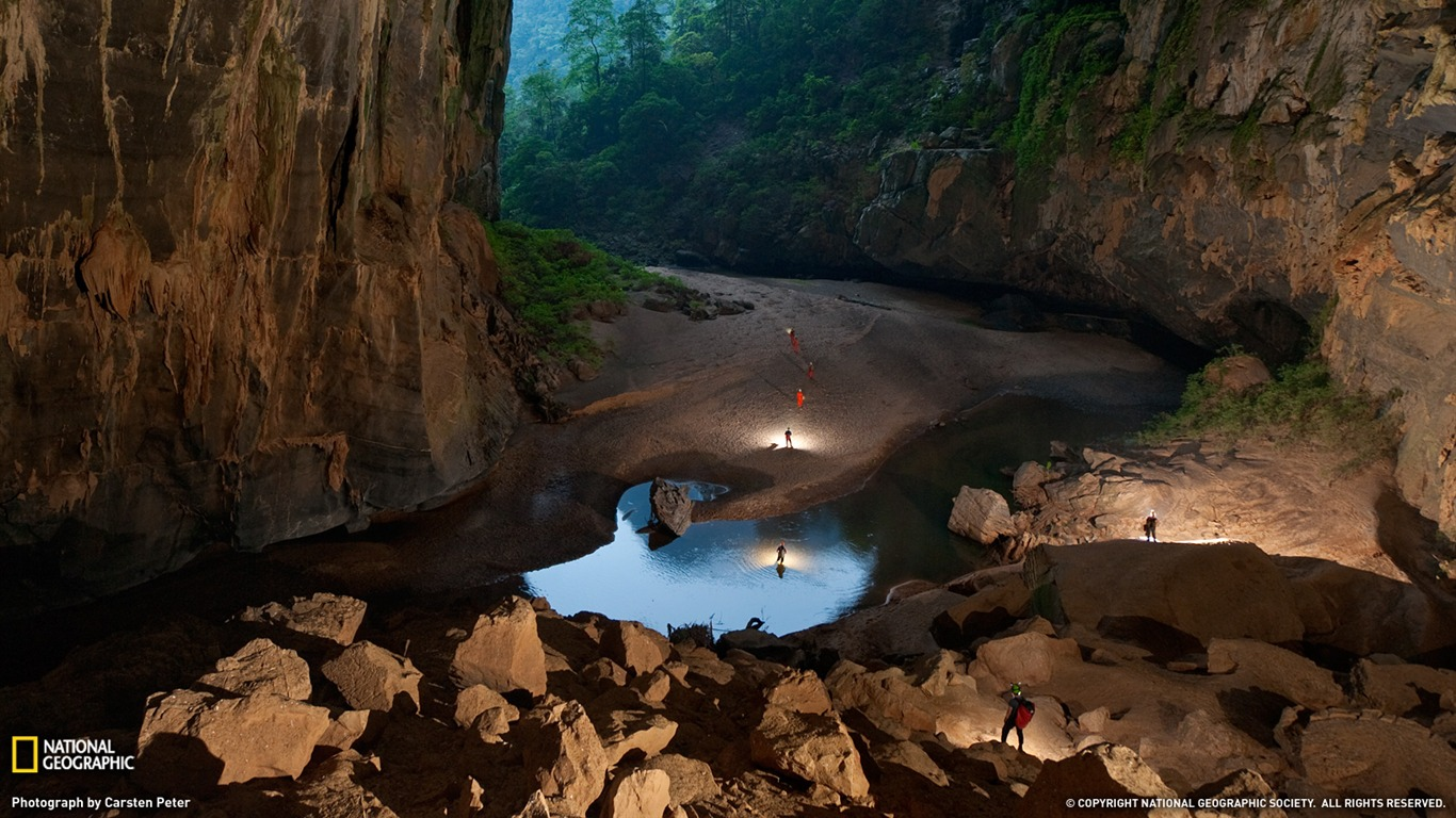 Hang_En_Cave_Vietnam-National_Geographic_2011_Best_Wallpapers2012.4.7