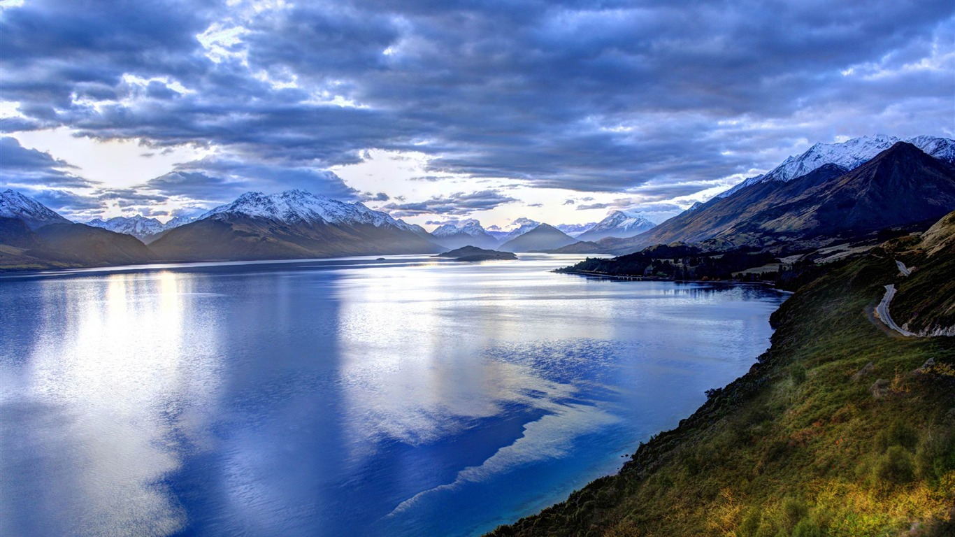 lake_in_new_zealand-New_Zealand_landscape_wallpaper2013.1.27