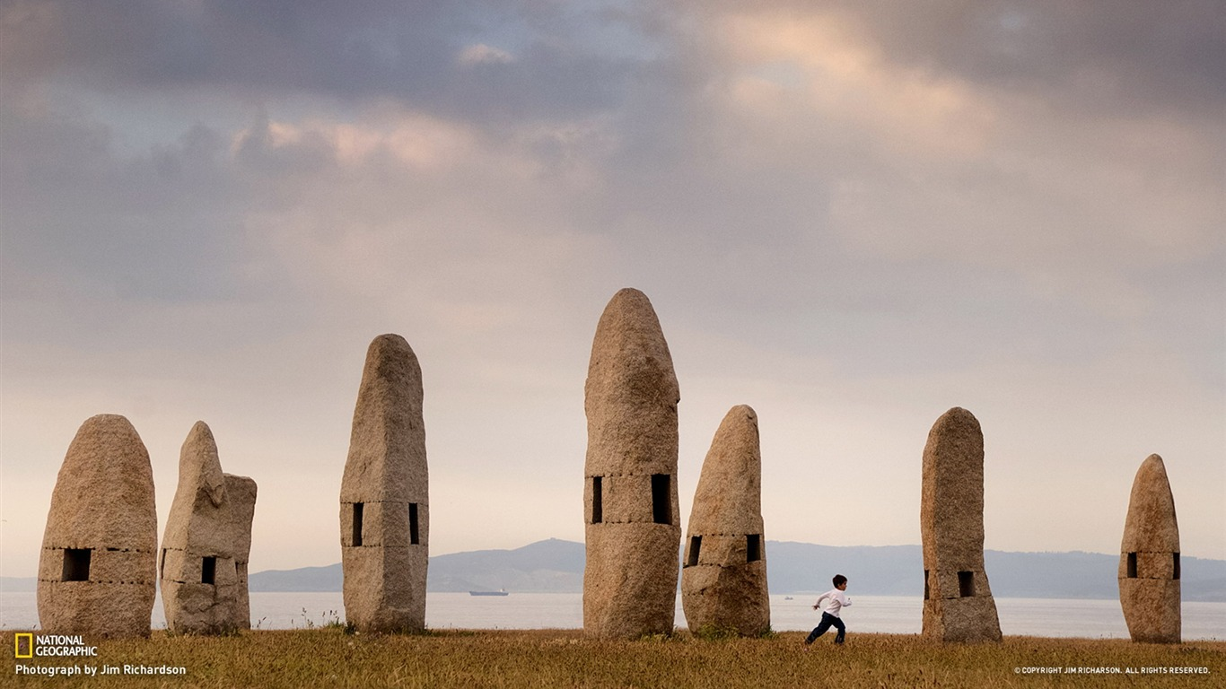 Standing_Stones_Galicia-National_Geographic_photo_wallpaper2013.8.21
