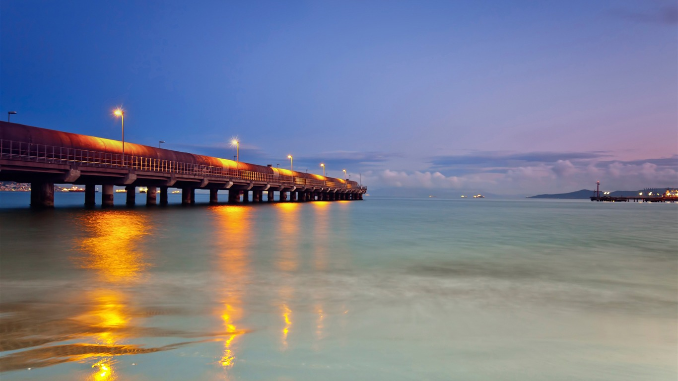 lighted_pier-landscape_HD_Wallpaper2013.9.21