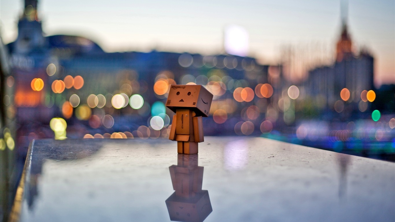 Danbo_in_the_city-Danbo_Photography_Wallpaper2013.10.23