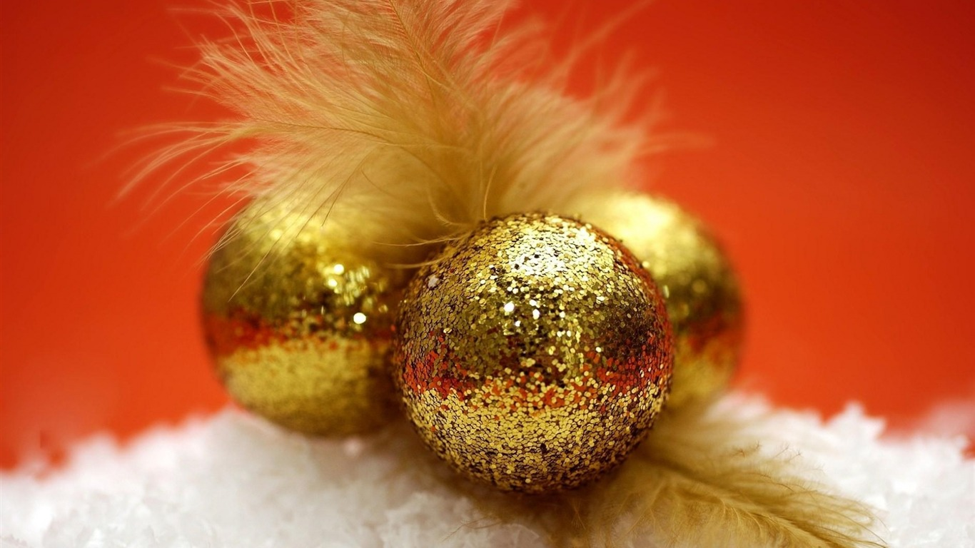 decorations_balloons_feathers_sequins-Christmas_Holiday_Wallpaper2013.10.27