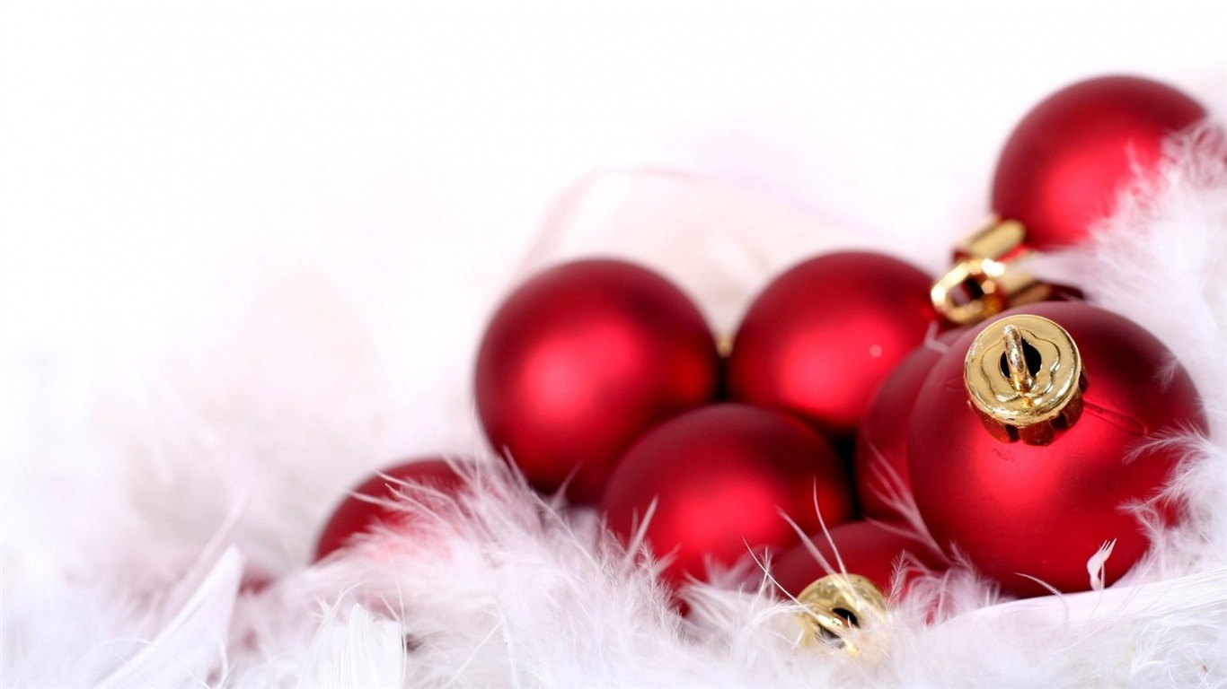 decorations_balloons_red_feathers-Christmas_Holiday_Wallpaper2013.10.27