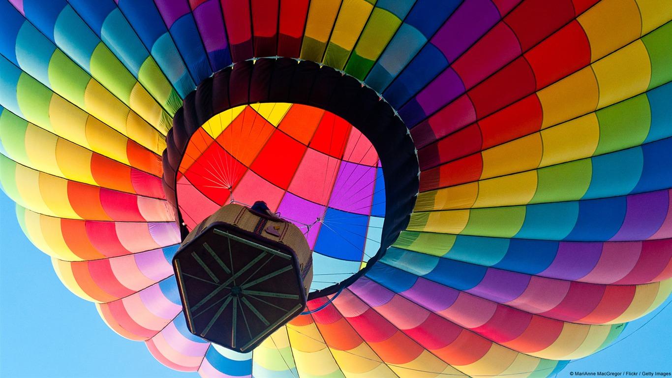 Colorful Hot Air Balloon Windows 8 Theme Wallpaper Preview