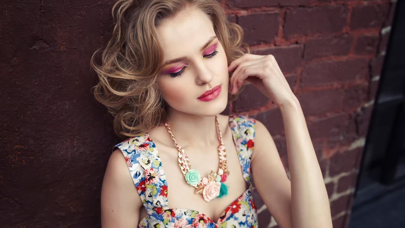 Blonde Model Makeup Girls Photo Hd Wallpaper Preview 10wallpaper Com