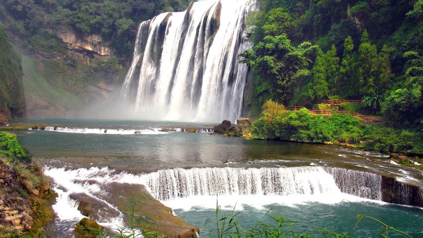 热带雨林瀑布 高清桌面壁纸预览