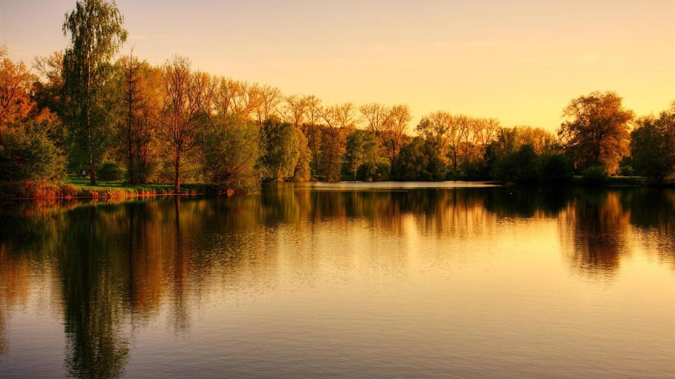 Coucher De Soleil Sur L Automne Sur Le Lac Fond D Ecran Hd