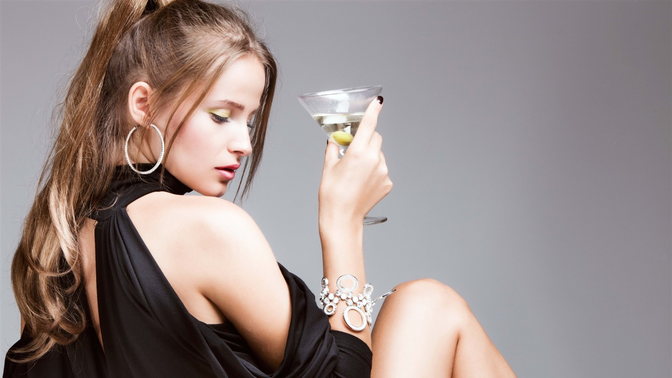 Girl_martini_gray_background-Photo_HD_Wallpapers2015.11.2