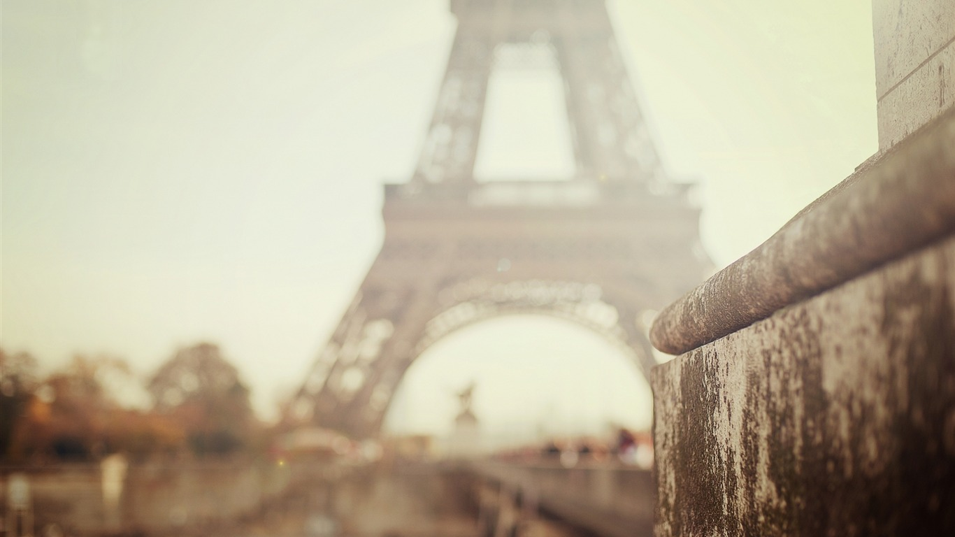 Paris_eiffel_tower_bokeh-HD_Desktop_Wallpaper2015.12.5