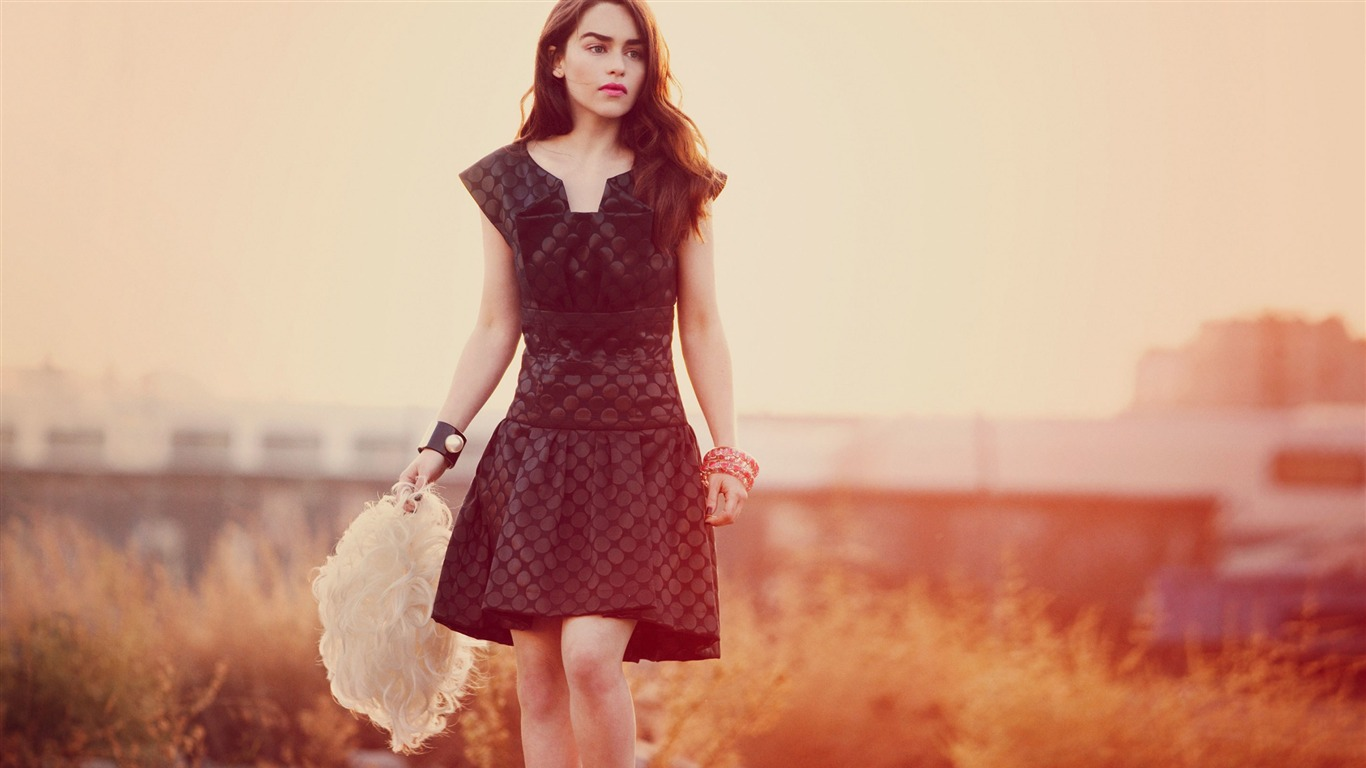 Emilia Clarke Magazine Beauty Photo Wallpaper Avance