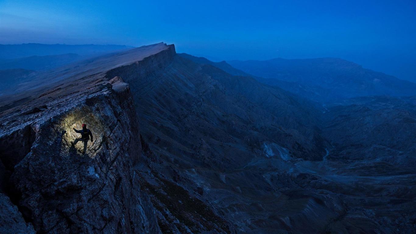 ウズベキスタンを登る最深の洞窟 ナショナルジオグラフィック壁紙プレビュー 10wallpaper Com