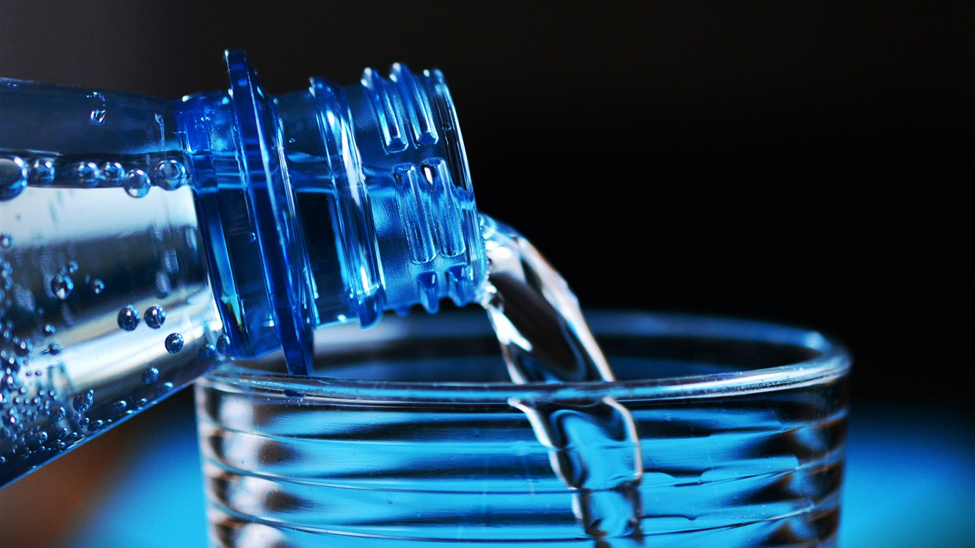 Bottle Pouring Water On Glass Hd Wallpaper Preview 10wallpaper Com