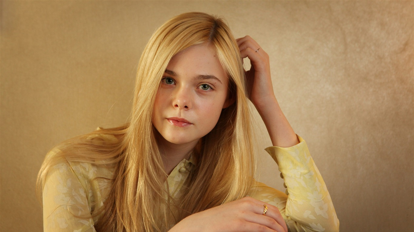 Elle_Fanning_2017_Photo_Wallpapers2017.10.6