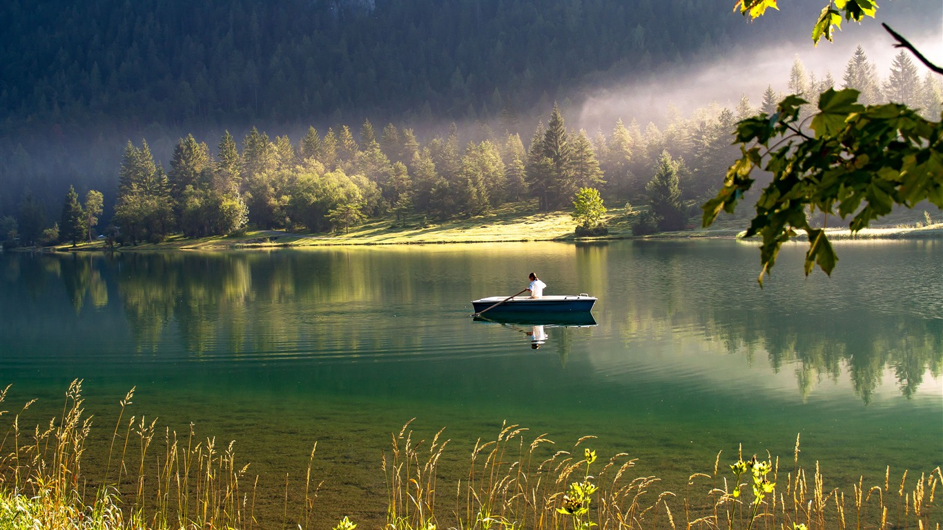 Spring_Jungle_Green_Lake_Boat_Reflection_Sunlight