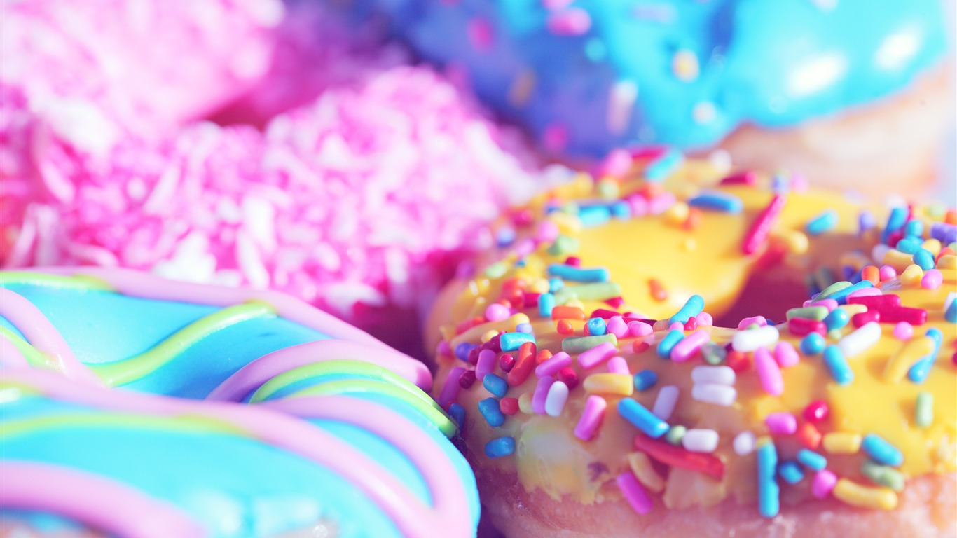 Delicious_colorful_donut_food_closeup2018.7.2