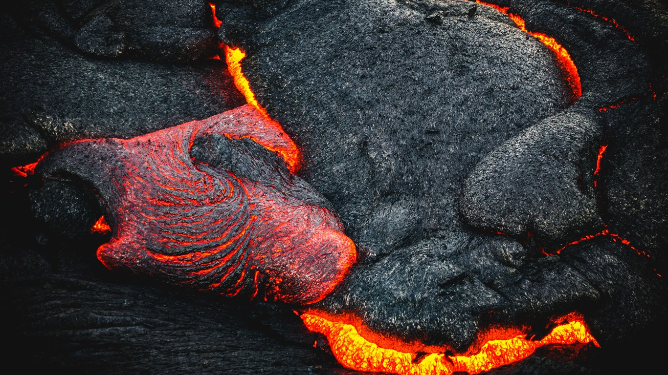 Pacific_volcanic_eruption_lava_fiery_surface2018.12.18