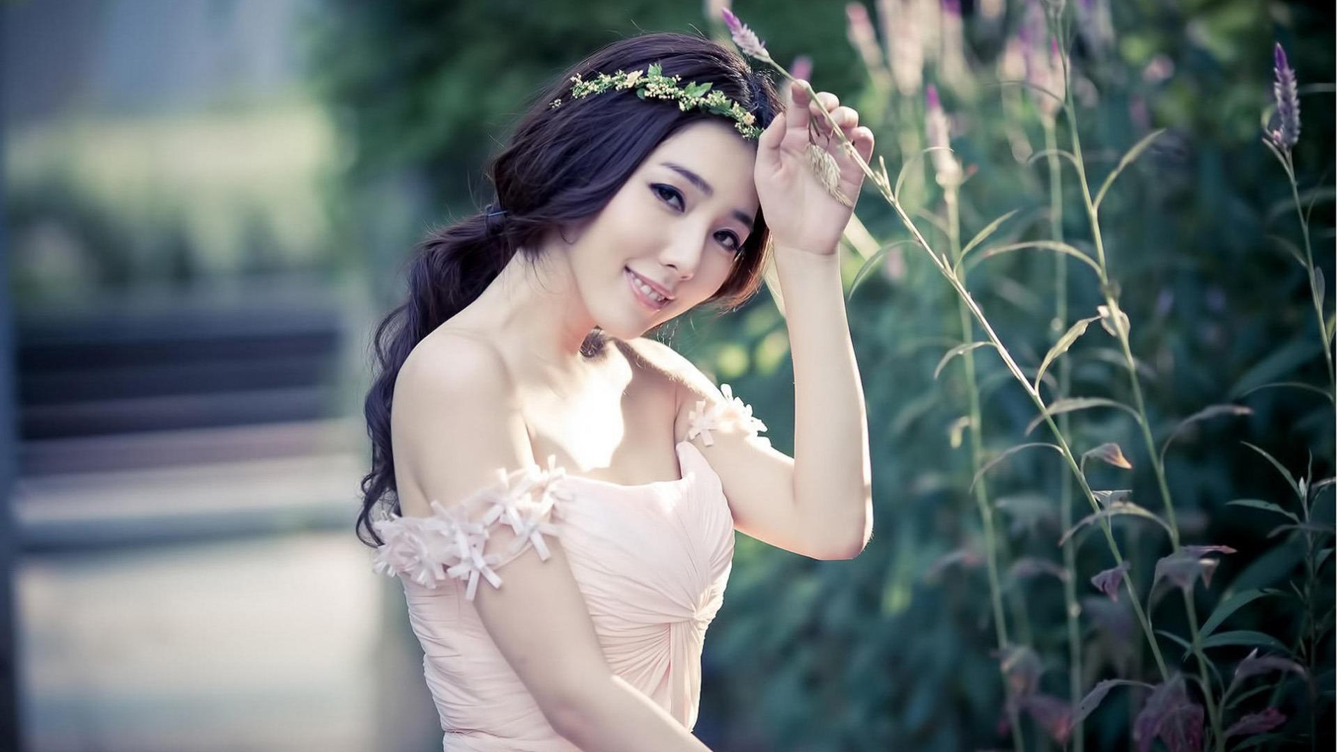 Asian girl dj — pic 11