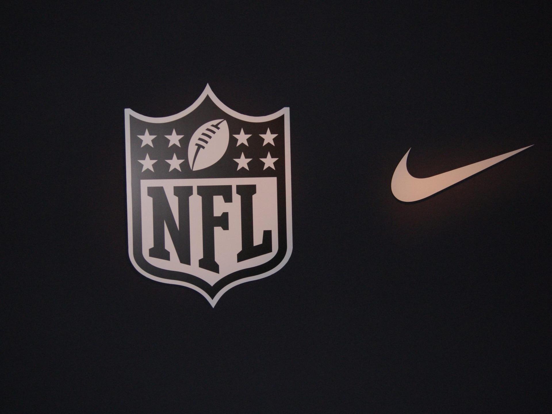 Nike nfl fond d 39 cran publicit de marque 1920x1440 for Fond ecran marque