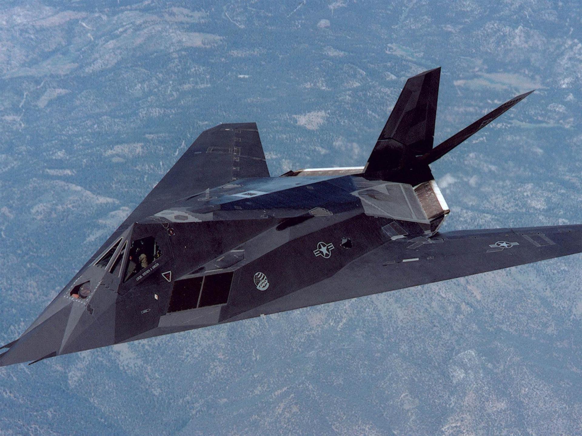 F 117 (航空機)の画像 p1_35