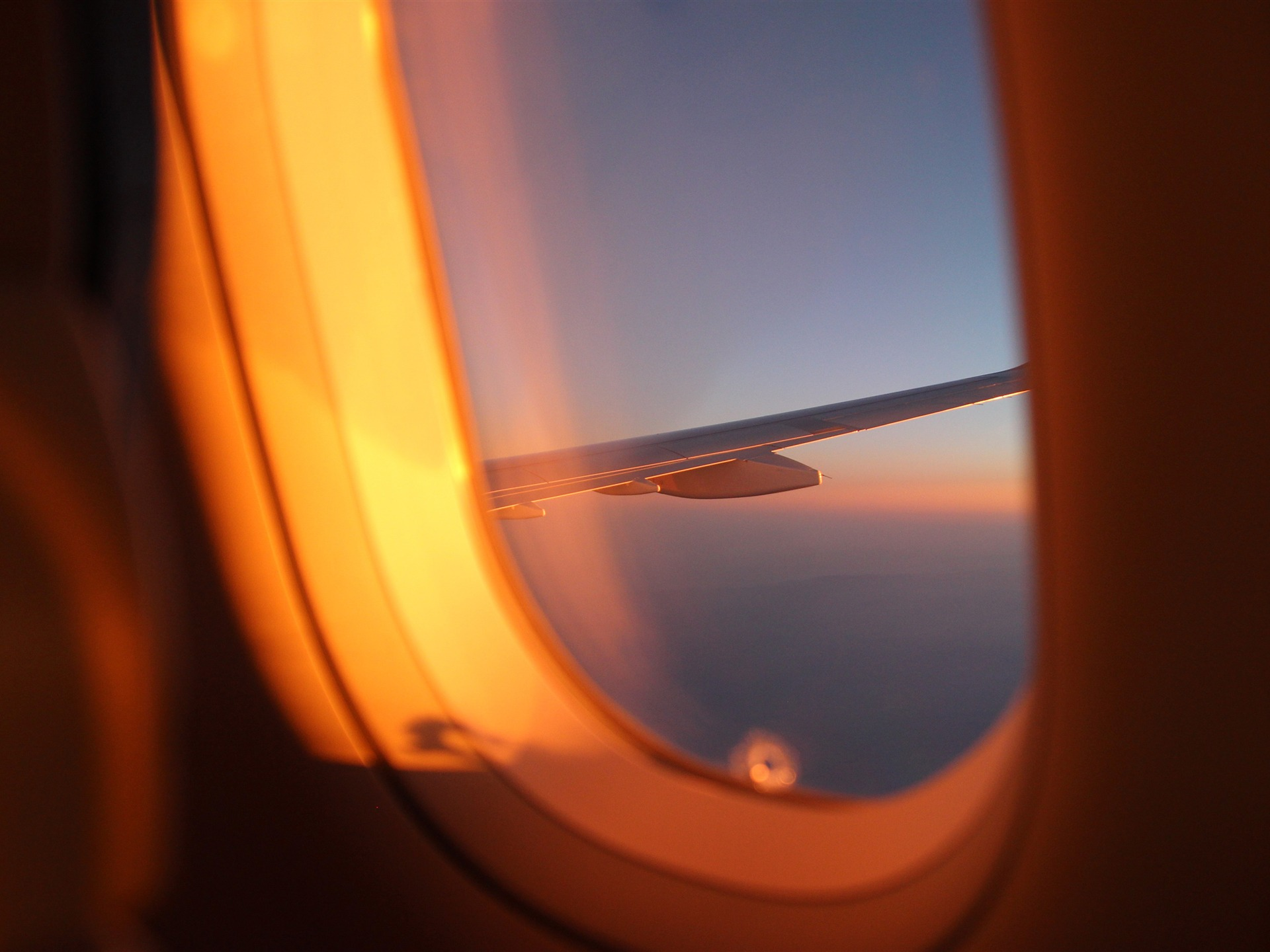 Airplane window outside sunset view 4K HD - 1920x1440 wallpaper download