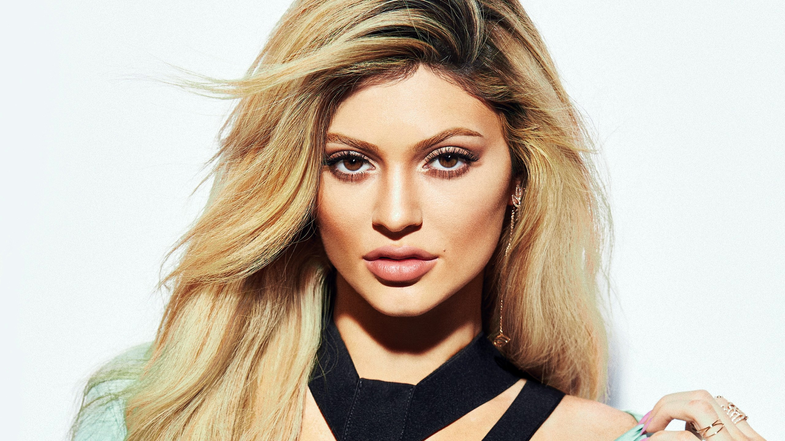 Kylie Jenner 2018 Pretty Supermodel Photo - 2560x1440 wallpaper download