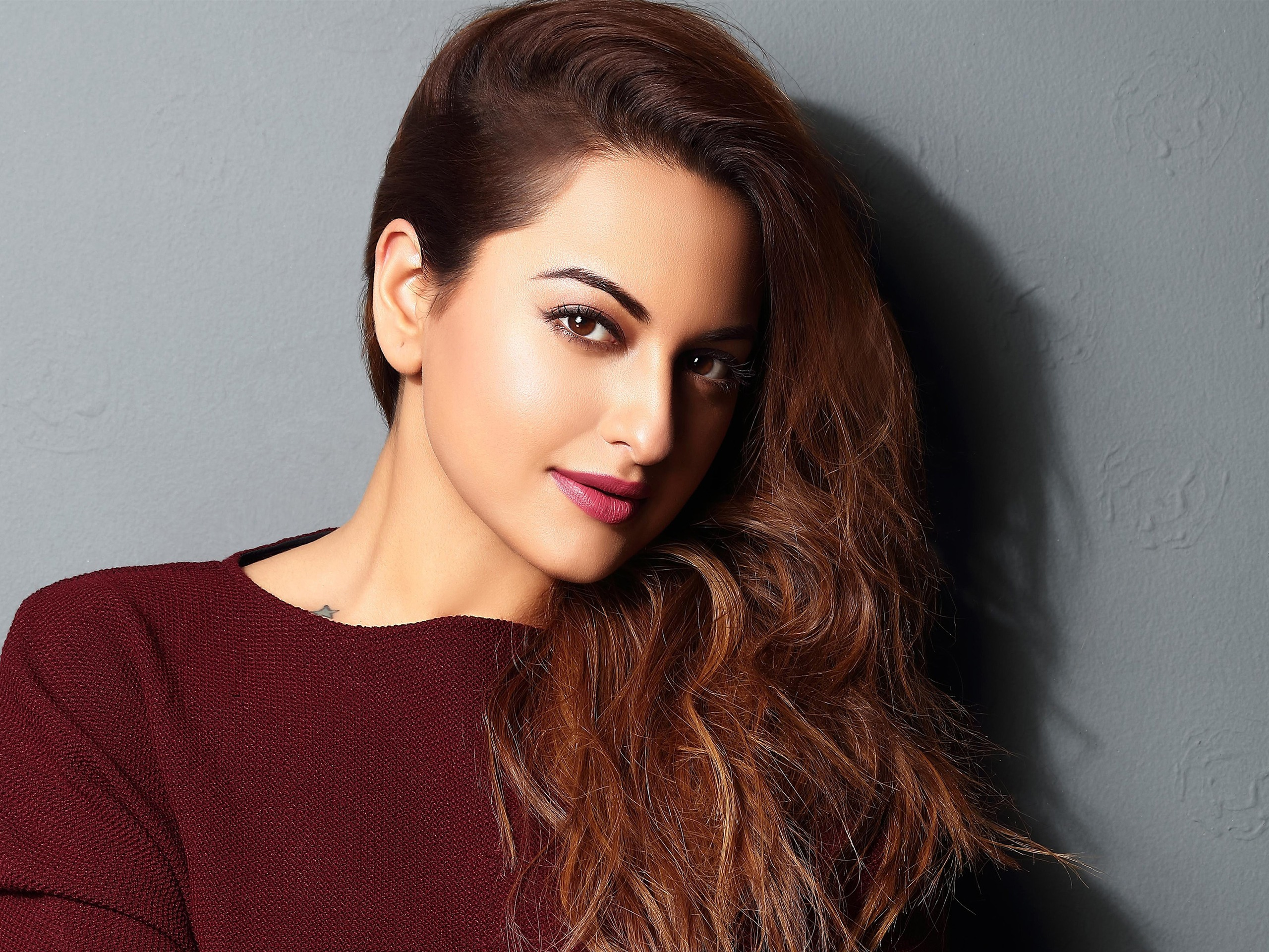 2018 Sonakshi Sinha Indian Actor HD Photo - 2560x1920 wallpaper download
