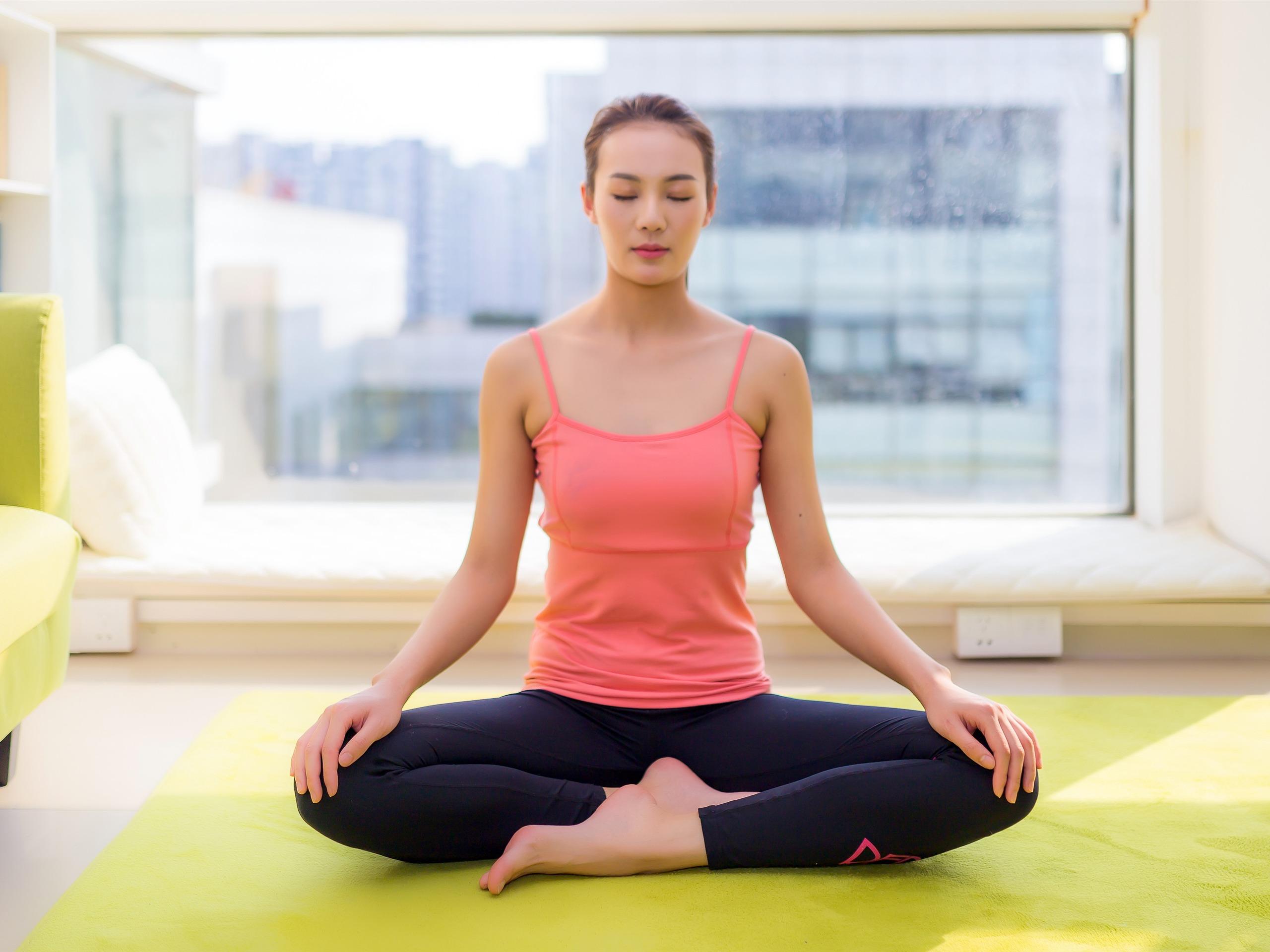 中国美女性感图片_室内,瑜伽,运动,美丽,女孩,照片预览 | 10wallpaper.com
