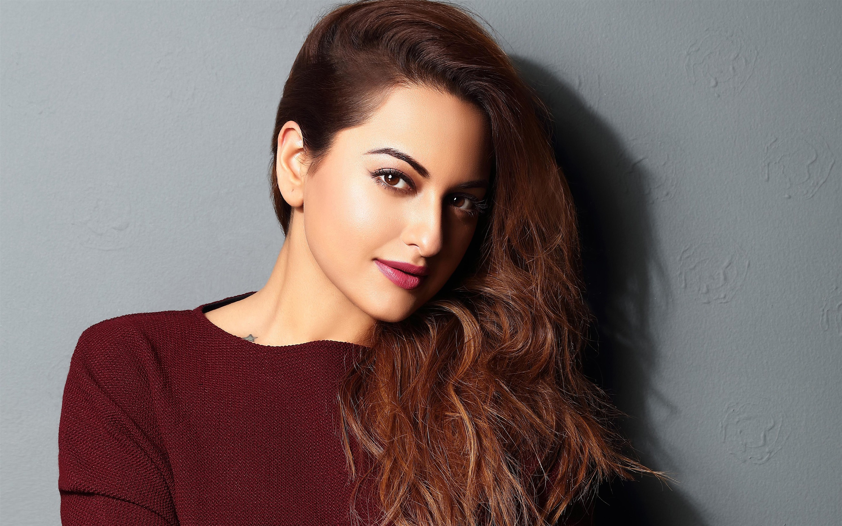 2018 Sonakshi Sinha Indian Actor HD Photo - 2880x1800 wallpaper download