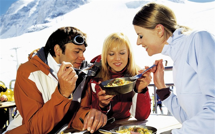 Lunch Time in Ski Resort - Alpine Winter Vacation Views:5732