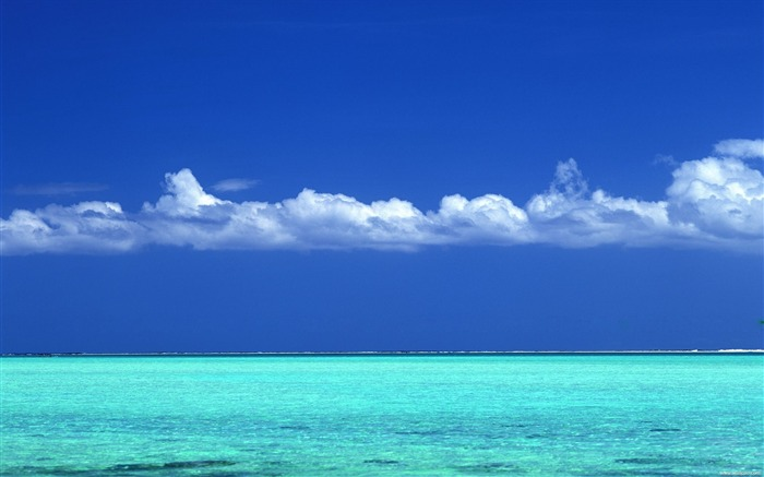 Tahitian turquoise sea and blue sky wallpaper Views:97205