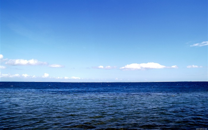 blue water and blue sky wallpaper Views:30360