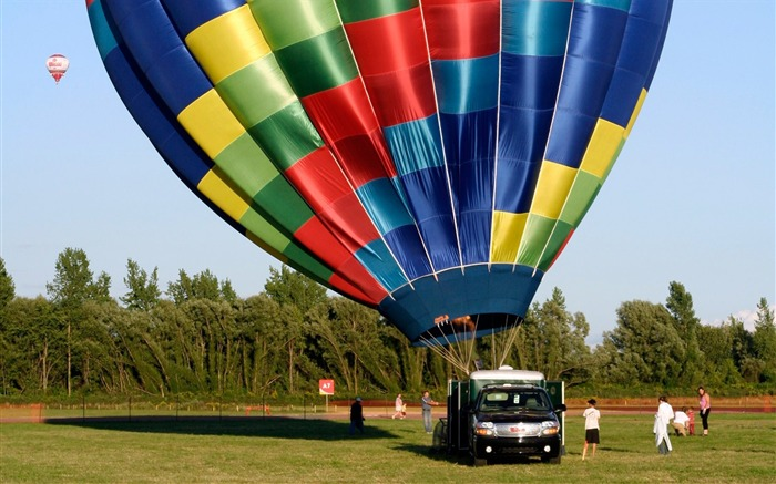 Colorful hot air balloons being launched Views:5044