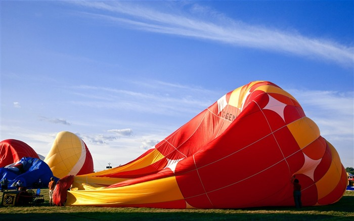 Colorful hot air balloons during inflation Views:4514