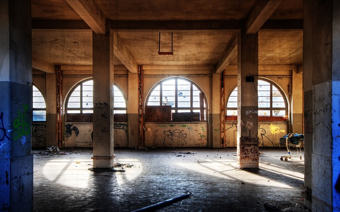 Light Through the windows - The Beauty Of Urban Decay Views:5496