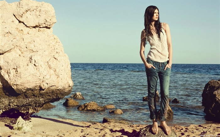 Reserved 2011 Spring American brand jeans wallpaper Views:11495