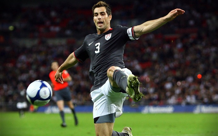Carlos Bocanegra - UAS vs ENG Bocanegra wallpaper Views:4323 Date:8/27/2011 11:23:51 AM