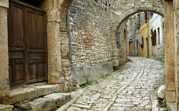 Croatia-Bell wallpaper large cobblestone streets Views:15570 Date:8/31/2011 4:47:43 AM
